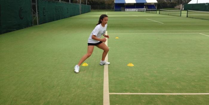 Chica entrenando agilidad