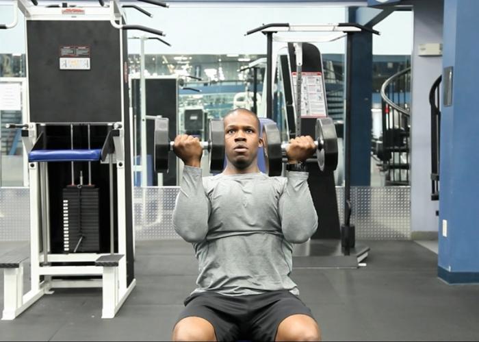 ejercicio press frontal con barra