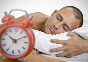 Dormir poco o mal