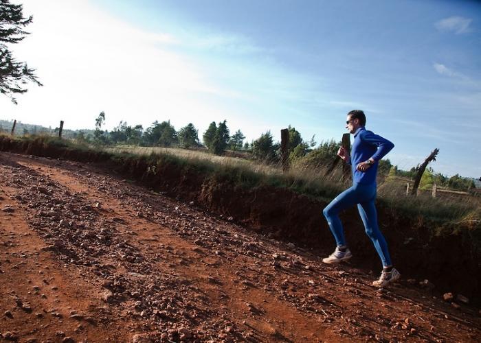 Corredor por la sabana de Kenya