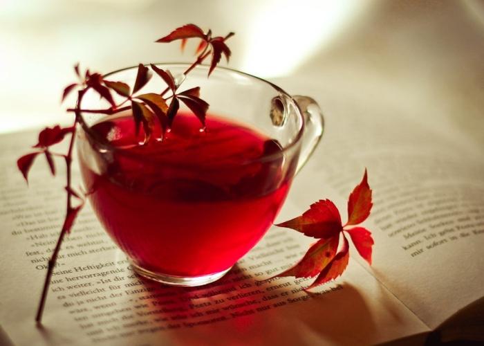 Té rojo en taza de cristal