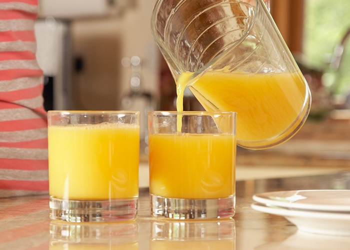 Dos vasos de zumo de naranja