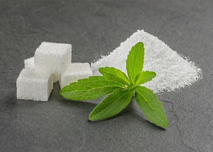 Stevia y terrón de azúcar