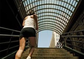 Subiendo escaleras del metro