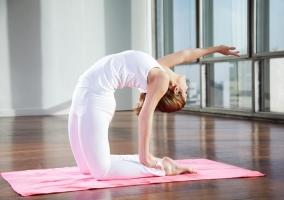 Las mejores posturas de Yoga para fortalecer tus piernas