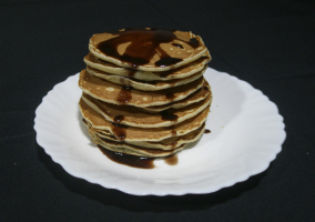 Tortitas con sirope de chocolate