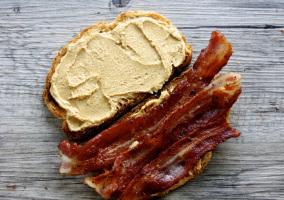 Panceta con mantequilla de cacahuete