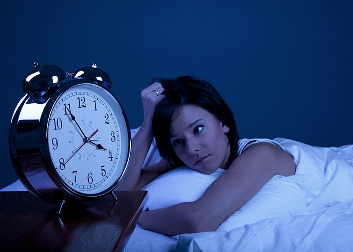 Chica despierta de madrugada