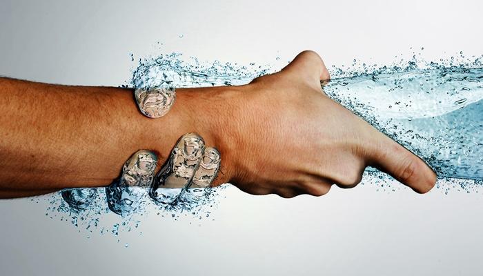 Abrazados con el agua