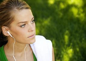 Corredora con música