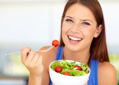 Comer vegetales de hojas verdes