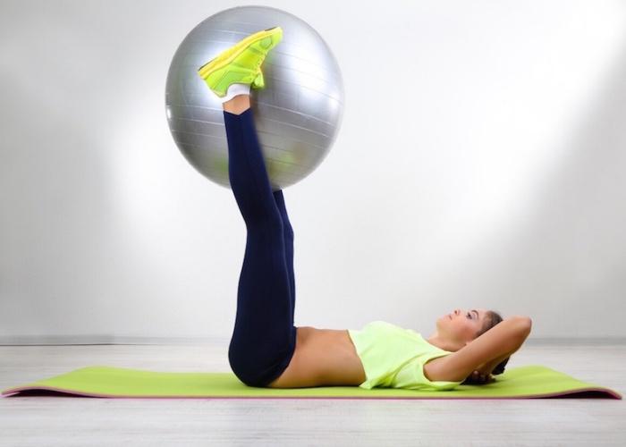 ejercicios de pilates con pelota para abdomen