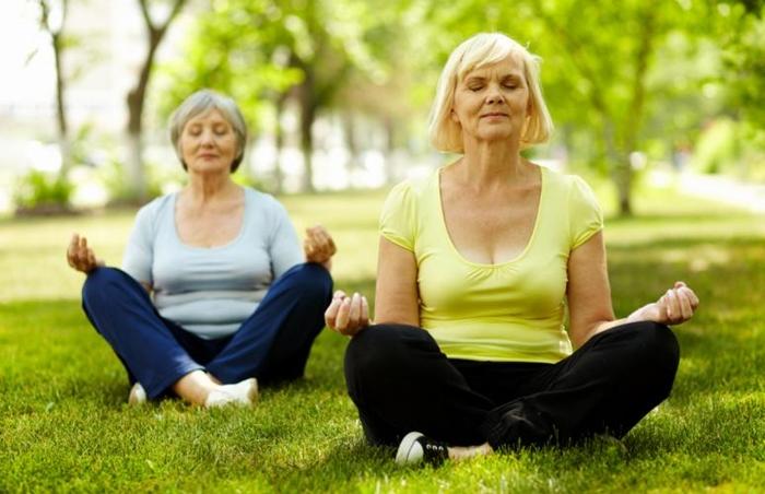 5 ejercicios para adultos mayores que se pueden hacer en casa - Hacer meditacion en casa ...