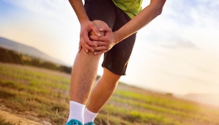 Corredor con dolores en rodilla