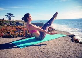 Haciendo Yoga por la mañana