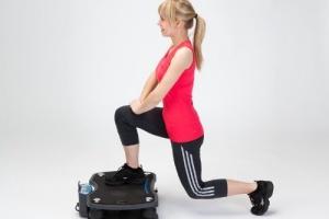 Rutina de ejercicios en plataforma vibratoria para adelgazar