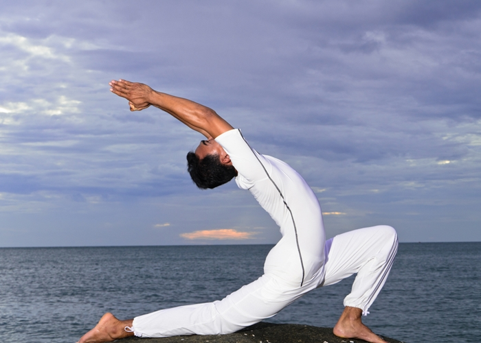 Yoga para liberar tensiones despu s del trabajo for Proxima luna creciente