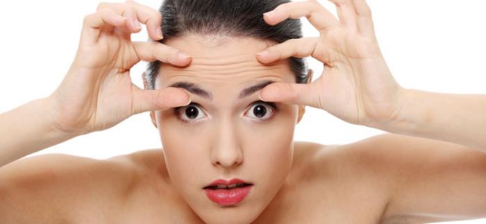 El medio de los atascamientos de los tubos por los cabellos