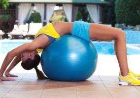 Ejercitar zona lumbar fitball