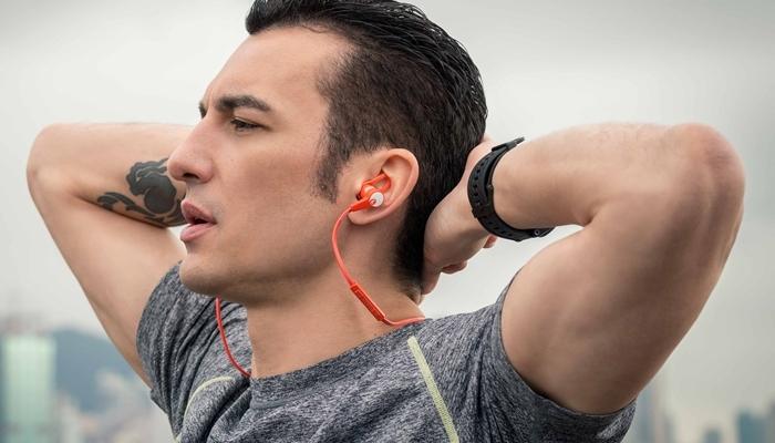 Corredor con auriculares