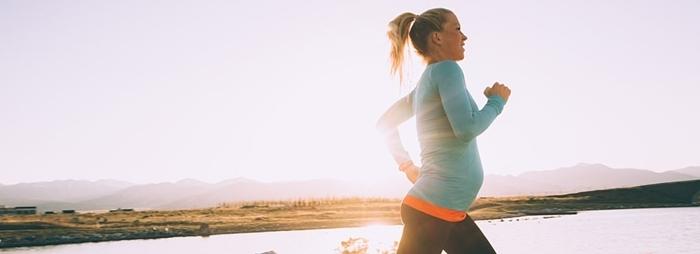 Embarazada corriendo