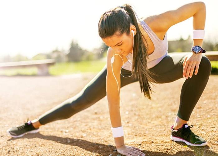 mujer-estirando-despues-de-correr