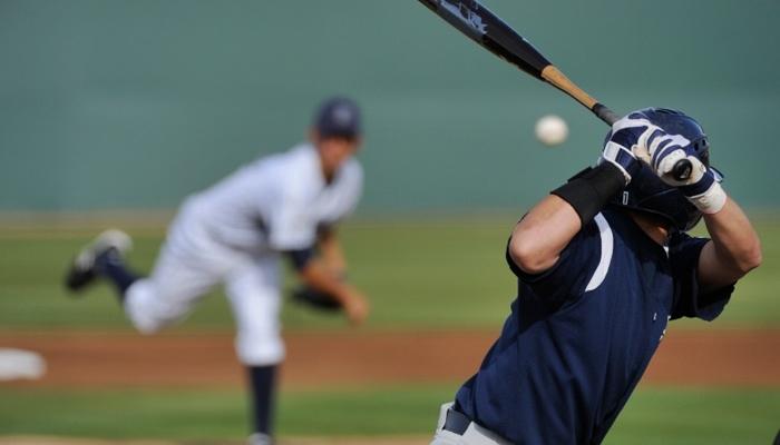 Lanzamiento y bateo en béisbol