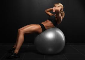 3 ejercicios con pelota suiza