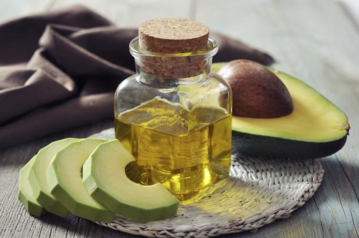Botella de aceite de oliva y aguacate