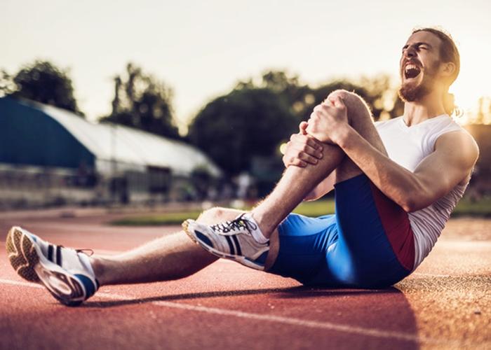 Corredor sufre lesiones deportivas