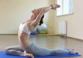Postura de Yoga para desintoxicar el cuerpo