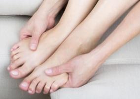 Relajar pies movimientos