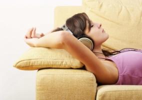 Persona escuchando música