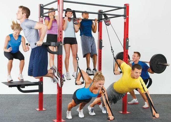 Personas entrenando