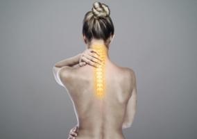 Persona dolor cervical