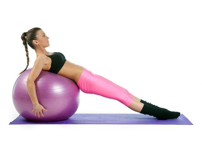 Mujer pelota Pilates