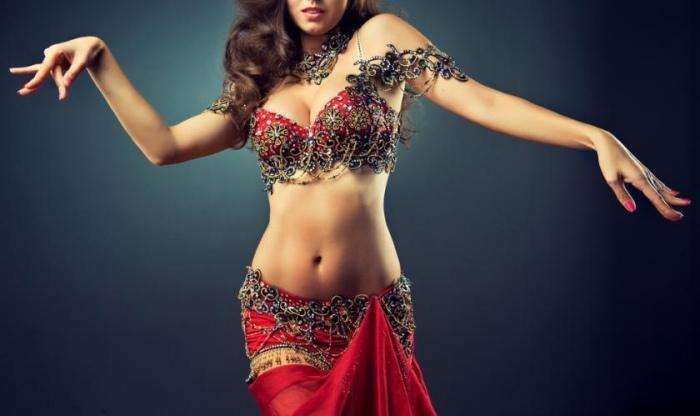 Tonifica el cuerpo con estos movimientos de danza árabe