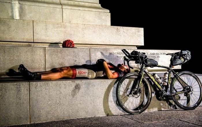 Ciclista dormido