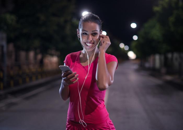 Mujer con celular