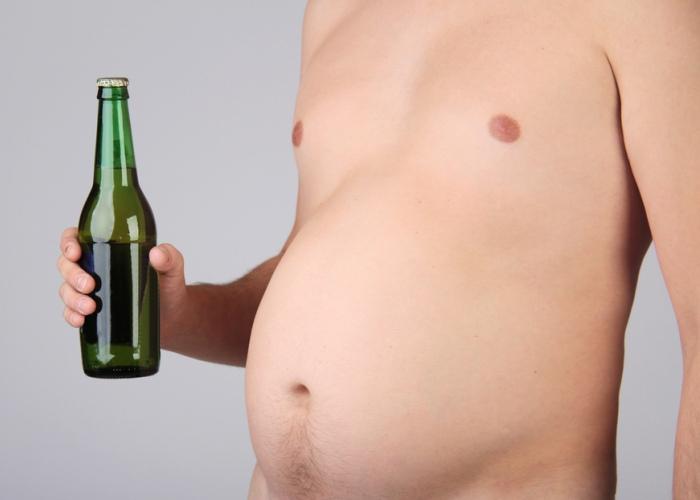 Persona con cerveza