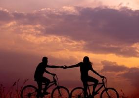 paseo en pareja en bicicleta