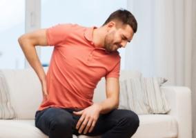 Hombre dolor huesos