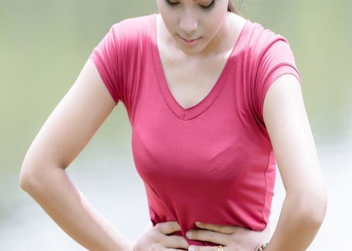 Mujer infección intestinal