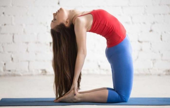 Mujer postura Yoga