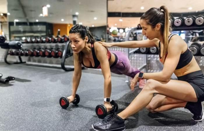Entrenador con deportista