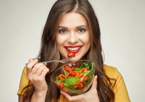 Mujer comer saludable