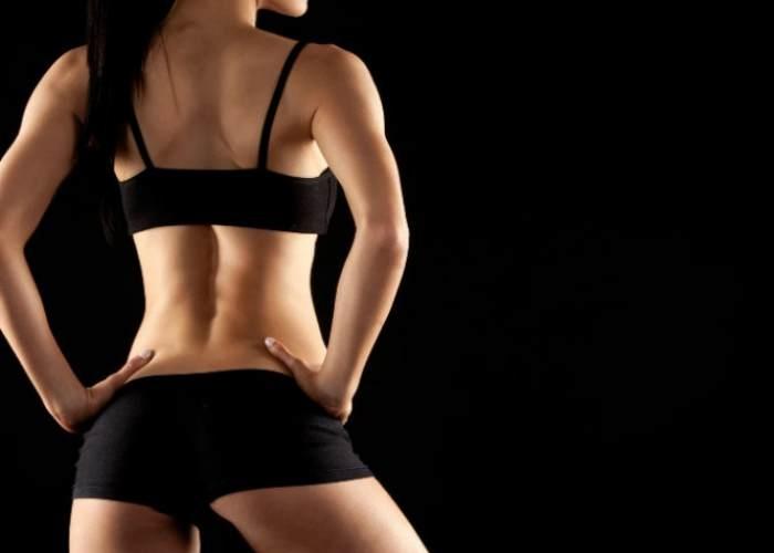 Mujer con espalda estilizada