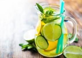 Bebida pepino y limón