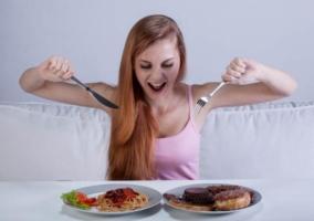 Mujer comida trampa