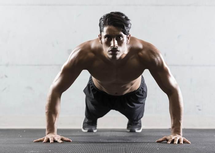 Hombre realizando flexiones